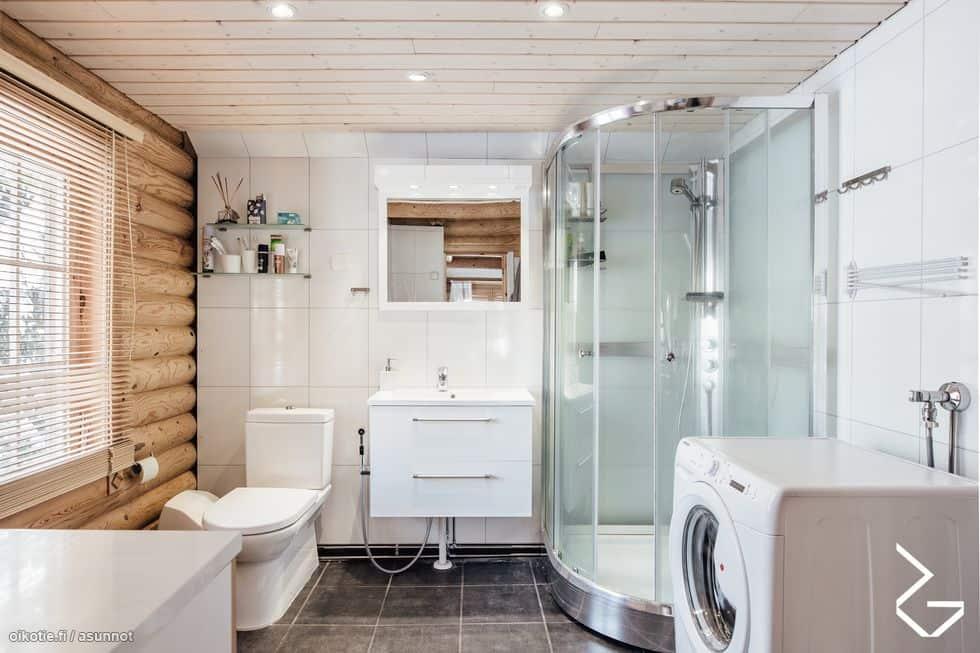 Myydään mökki Sipoossa: Kylpyhuone vastaa kaupunkiasunnon tasoa